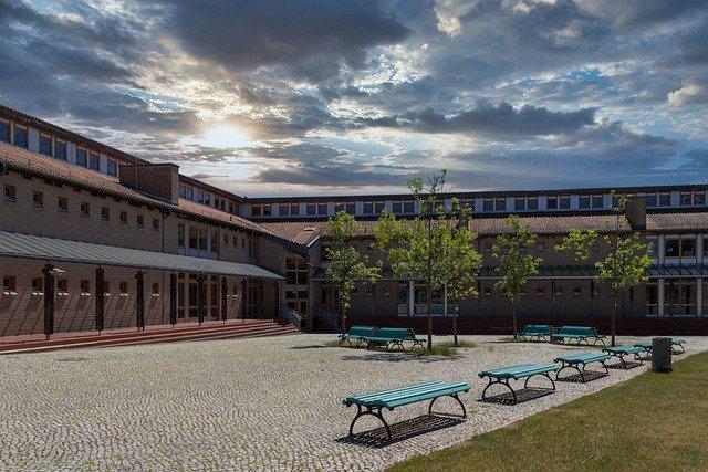 בית ספר הרצוג קדימה צורן
